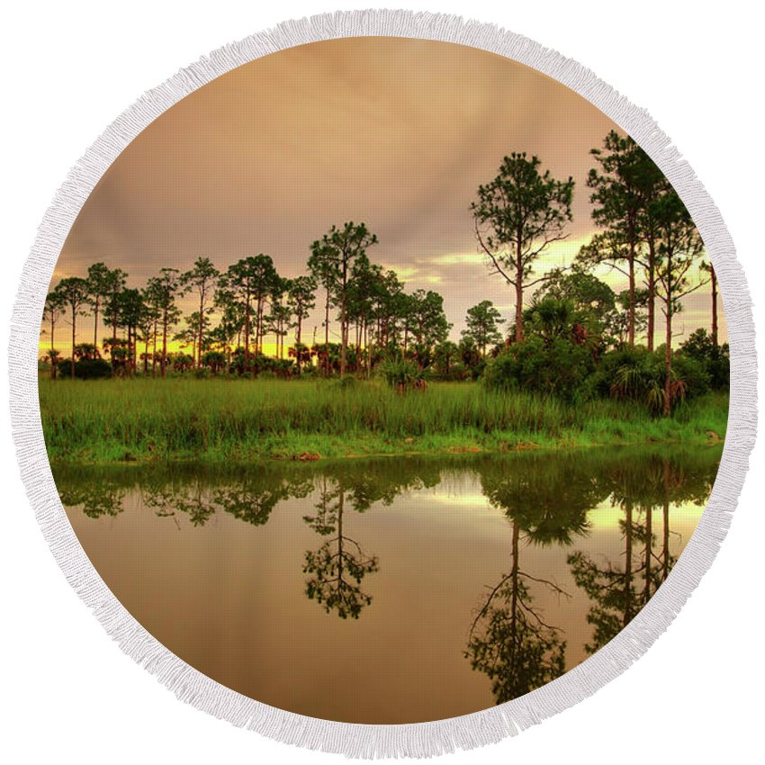 Landscapes Round Beach Towel featuring the photograph Everglades Sunrise by Dennis Goodman