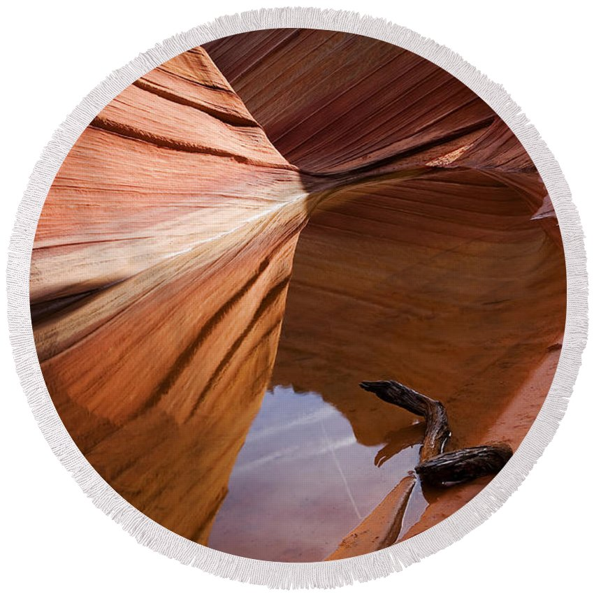 Wave Rock Round Beach Towel featuring the photograph Eye Of The Wave by Mike Dawson