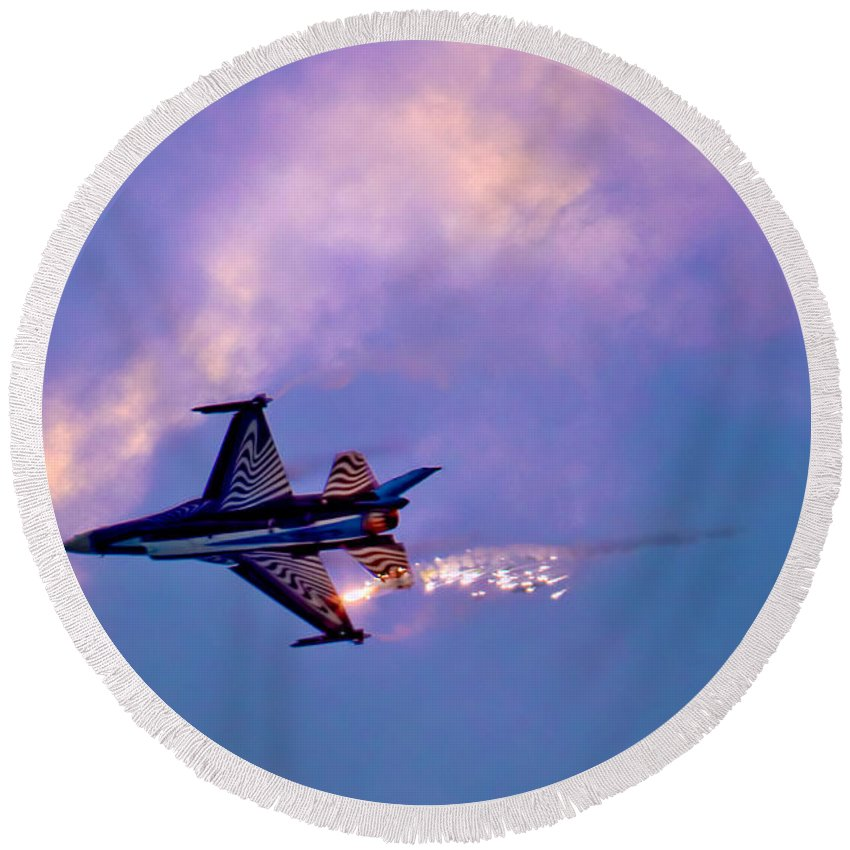 Aircraft Round Beach Towel featuring the photograph F-16 by Chris Lord