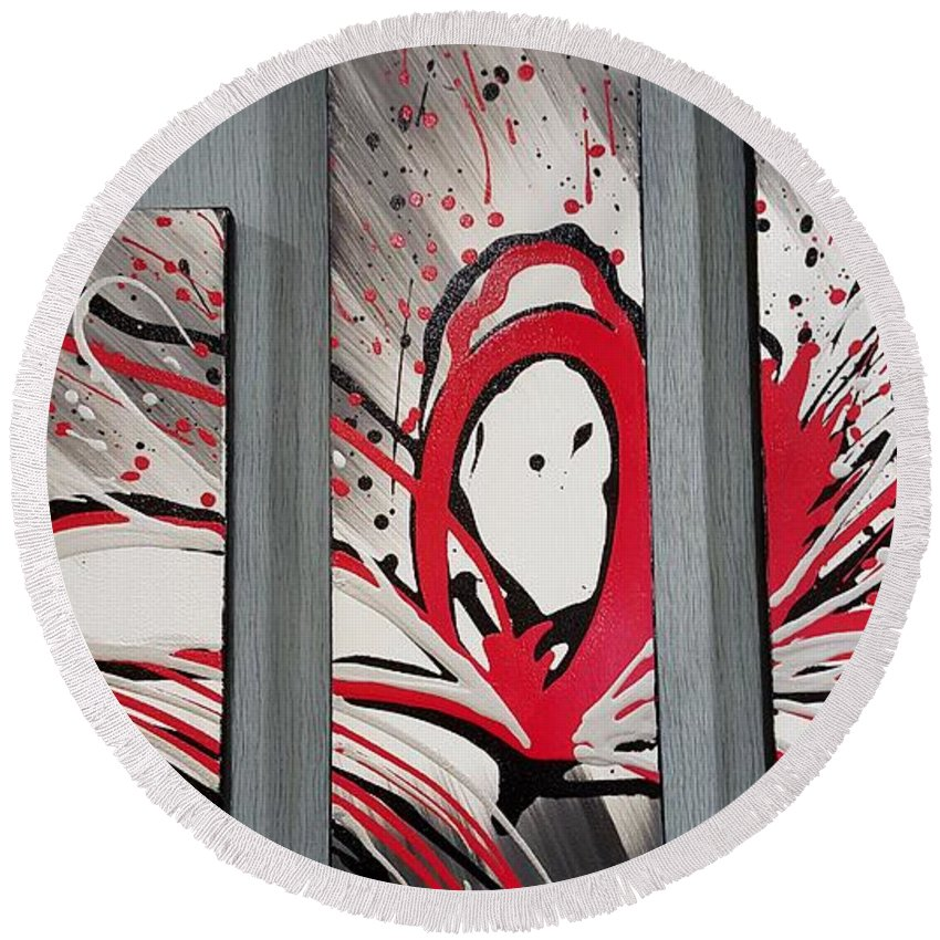 The Great Frame Up Round Beach Towel featuring the photograph Face In Space I I by Rob Hans