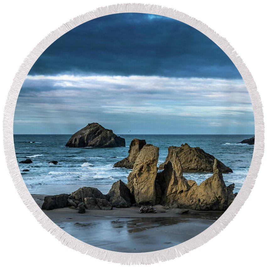 Bandon Round Beach Towel featuring the photograph Face Rock Beach by Manuela Durson