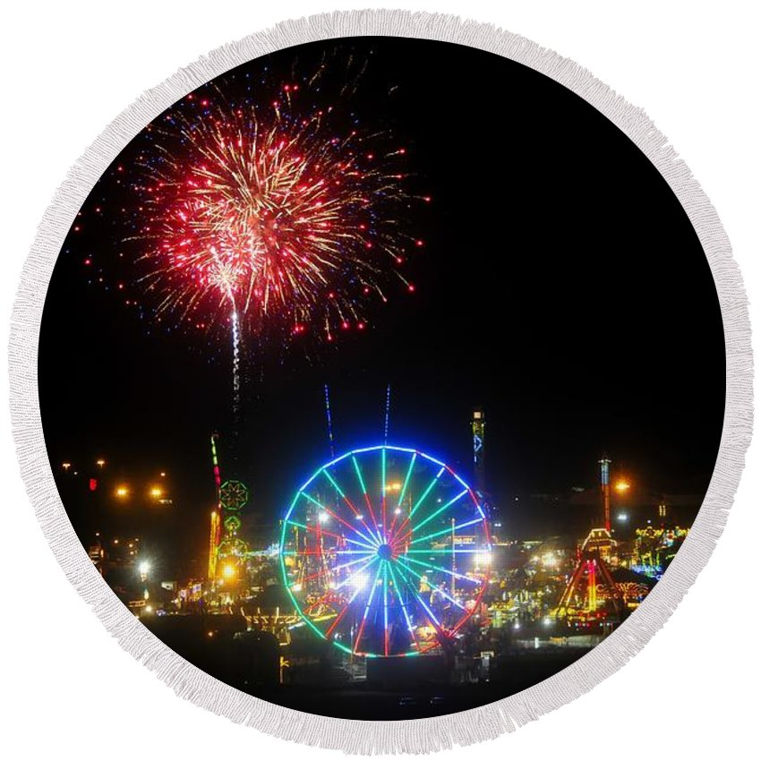 Fireworks Round Beach Towel featuring the photograph Fair Fireworks by David Lee Thompson
