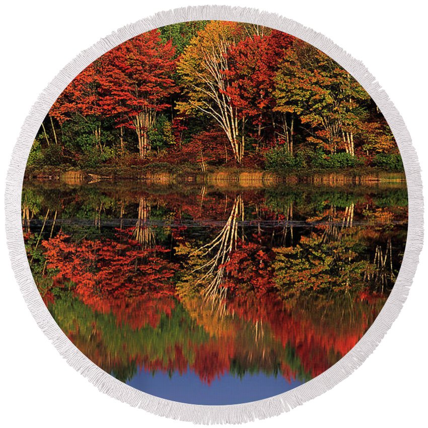 Dave Welling Round Beach Towel featuring the photograph Fall Color Reflected In Thornton Lake Michigan by Dave Welling