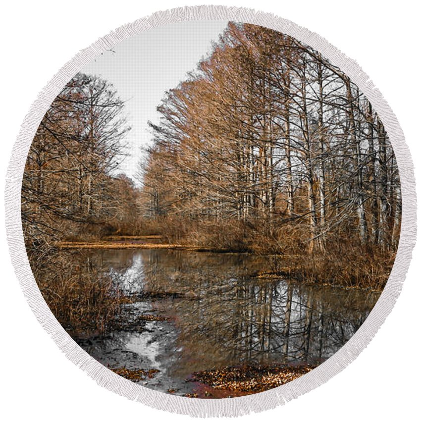 Swamp Round Beach Towel featuring the photograph Fall Swamp by Kristopher Bedgood