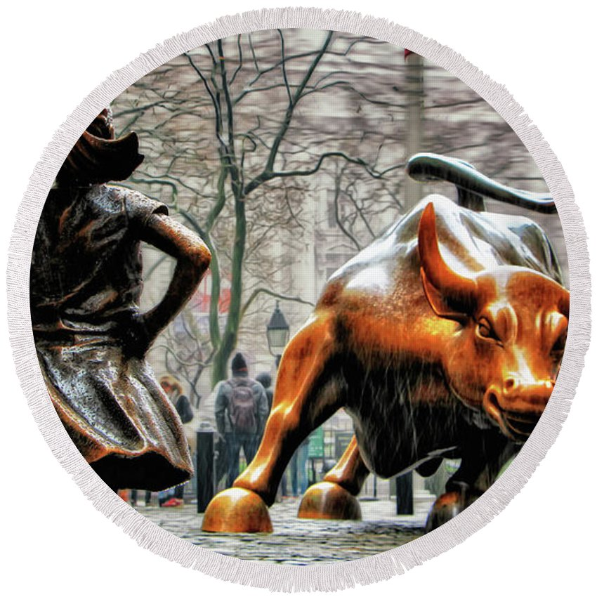 Fearless Girl Statue Round Beach Towel featuring the photograph Fearless Girl and Wall Street Bull Statues by Nishanth Gopinathan