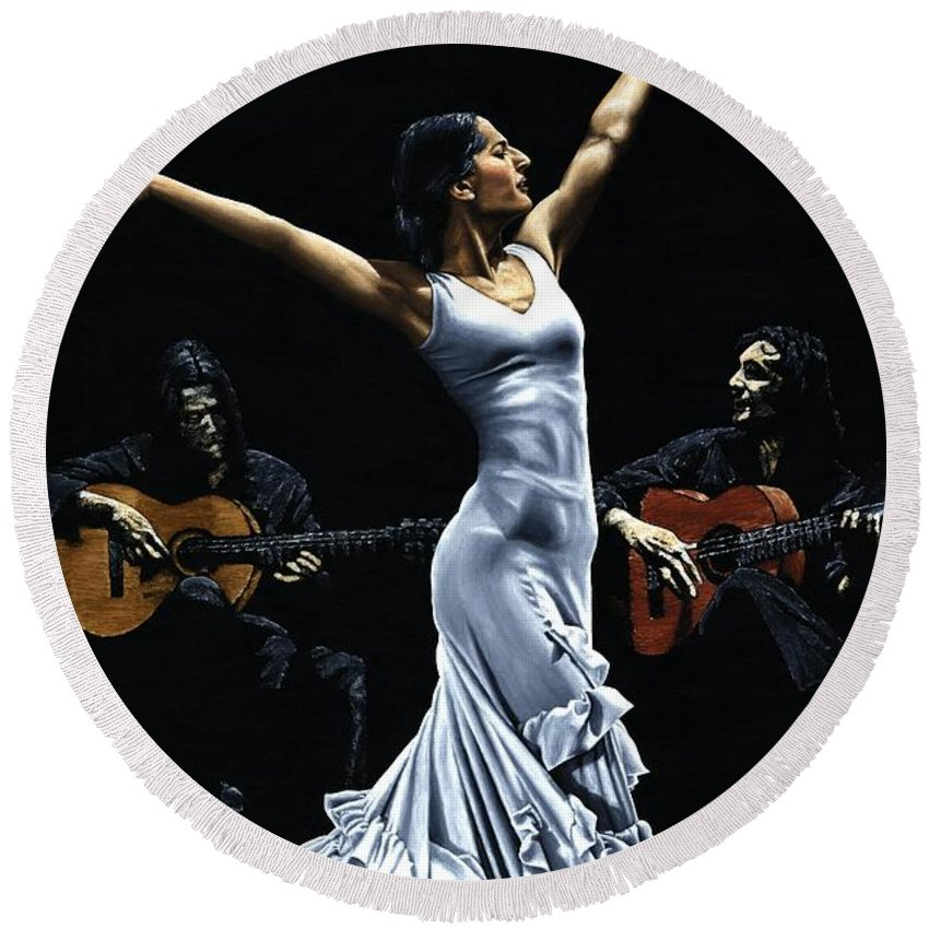 Flamenco Round Beach Towel featuring the painting Finale Del Funcionamiento Del Flamenco by Richard Young