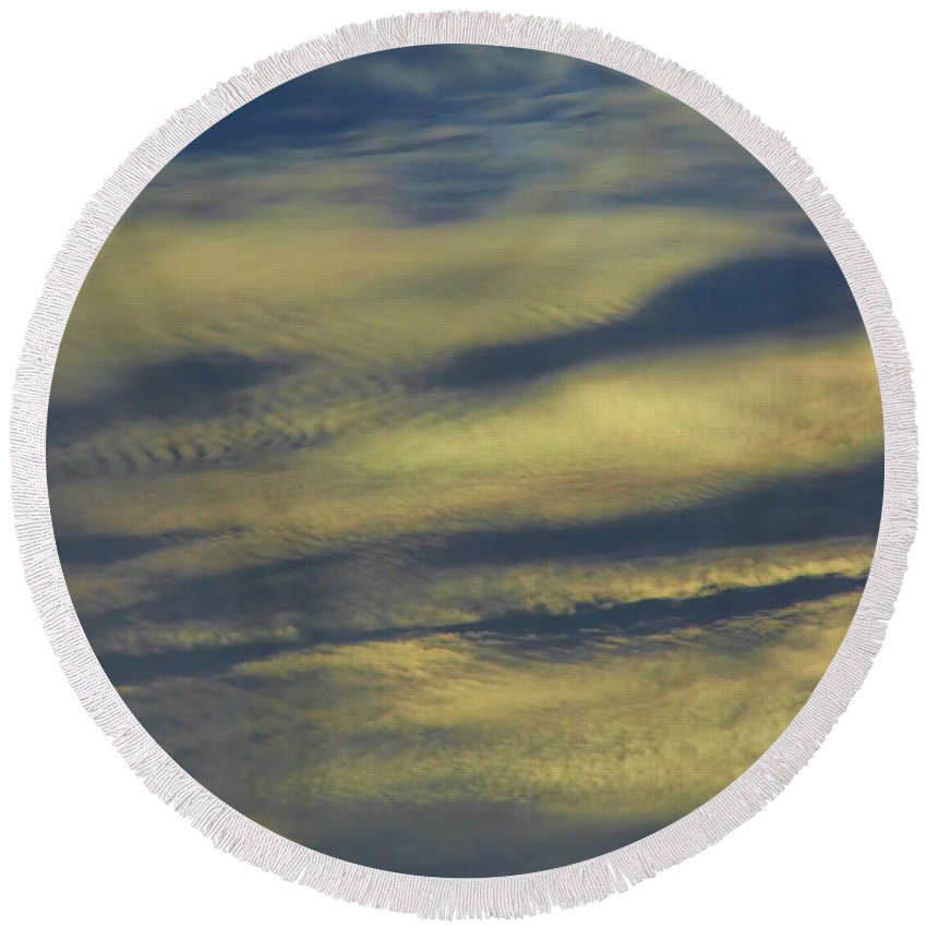 Sunset Round Beach Towel featuring the photograph Fingerprints In The Clouds by D Hackett