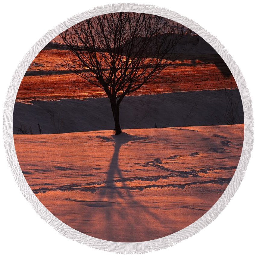 New England Round Beach Towel featuring the photograph Fire And Ice by Susan Russo