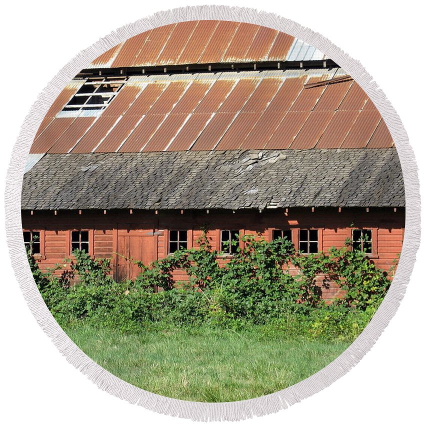 Farm Round Beach Towel featuring the photograph Fisher Road Barn 3 Photograph by Kimberly Walker