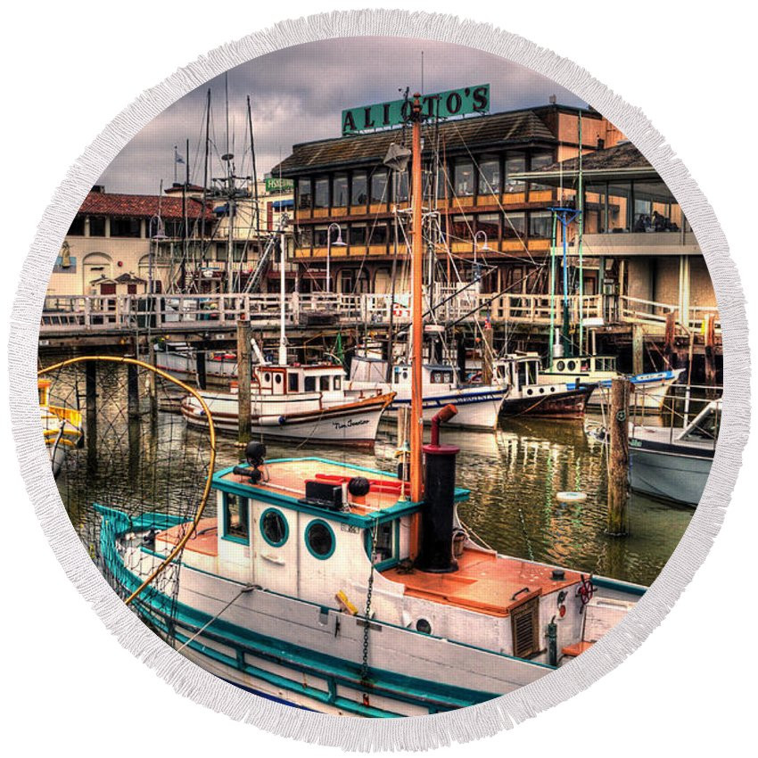 San Francisco Round Beach Towel featuring the photograph Fisherman's Wharf by Lee Santa