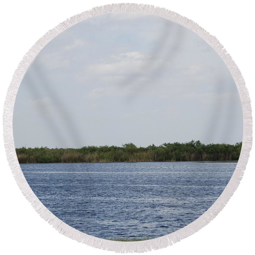 Water Round Beach Towel featuring the photograph Fla Everglades by Rob Hans