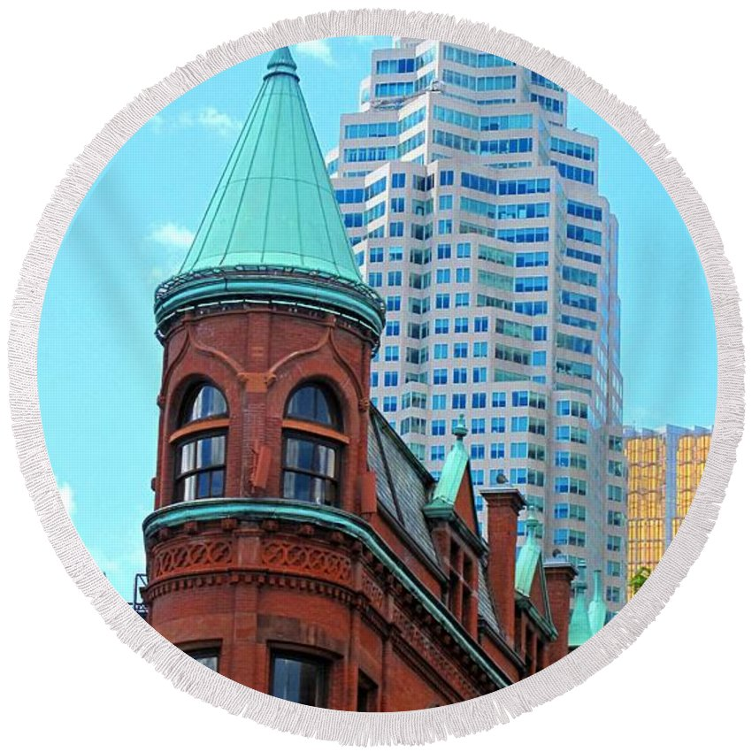Flat Iron Building Round Beach Towel featuring the photograph Flat Iron Building by Ian MacDonald