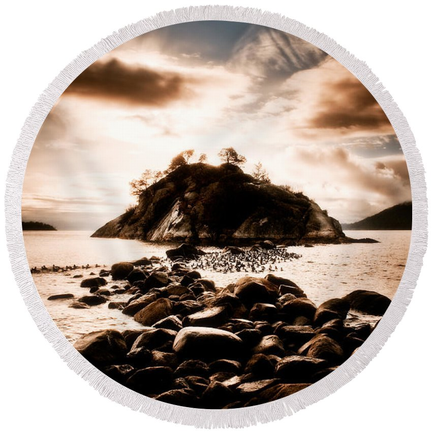 Beauty In Nature Round Beach Towel featuring the photograph Fleeting Path by Venetta Archer