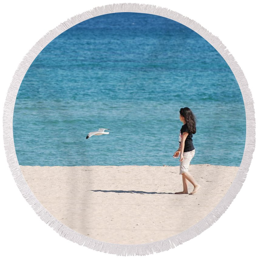 Ocean Round Beach Towel featuring the photograph Flight Of The Angel by Rob Hans