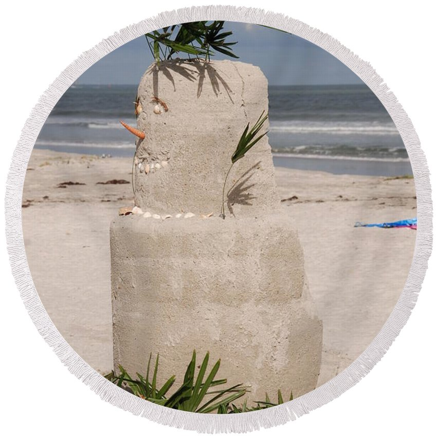 Sandman Round Beach Towel featuring the photograph Florida Snow Man by Susanne Van Hulst