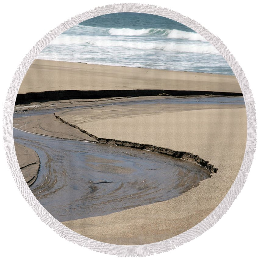 black And White Round Beach Towel featuring the photograph Flow - Scott Creek by Amanda Barcon