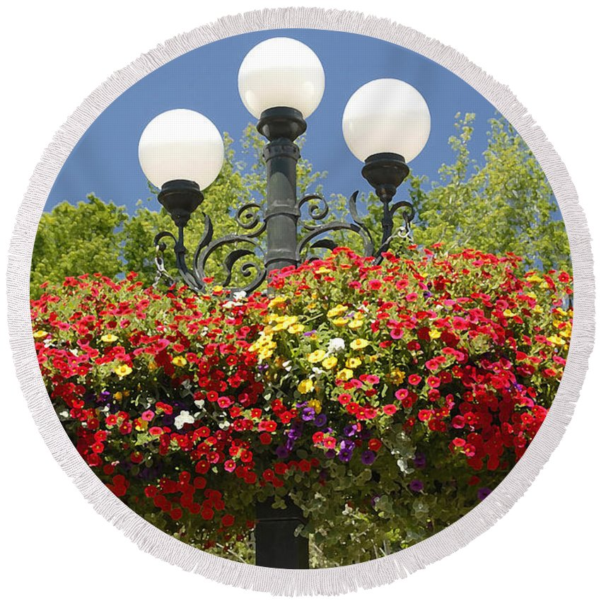 Flowers Round Beach Towel featuring the photograph Flowered Lamppost by David Lee Thompson
