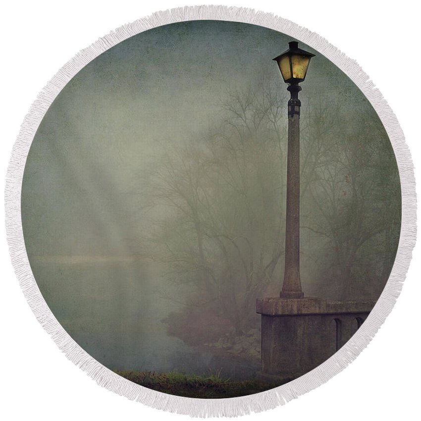 Fog Round Beach Towel featuring the photograph Foggy Lampost by William Schmid