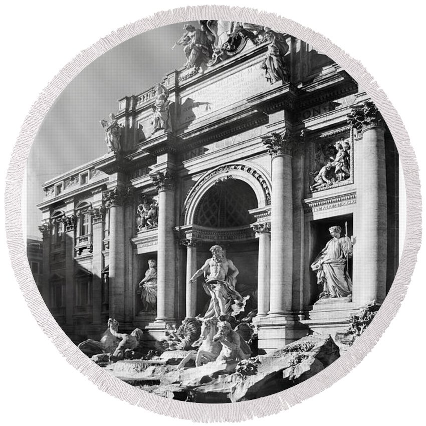 Grunge Round Beach Towel featuring the photograph Fontana Di Trevi Rome, Italy - Bw by Stefano Senise