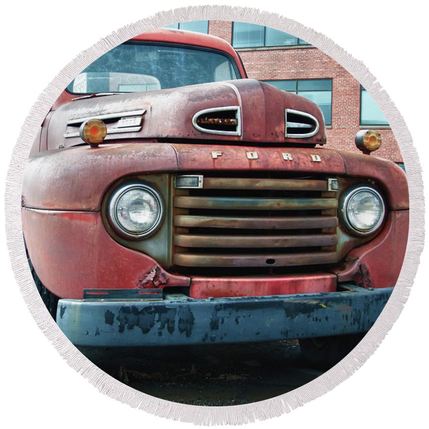 Antique Car Round Beach Towel featuring the photograph Ford 4625 by Guy Whiteley