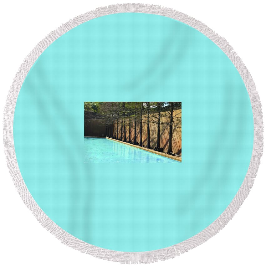 Round Beach Towel featuring the photograph Fort Worth Water Gardens - Quiet Pool by Robert J Sadler