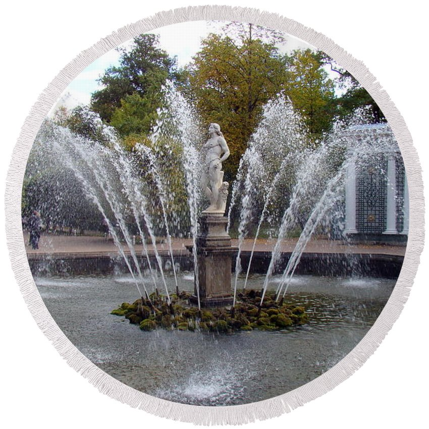 Peterhof Grand Palace Round Beach Towel featuring the photograph Fountain On The Grounds Of The Peterhof Grand Palace by Richard Rosenshein