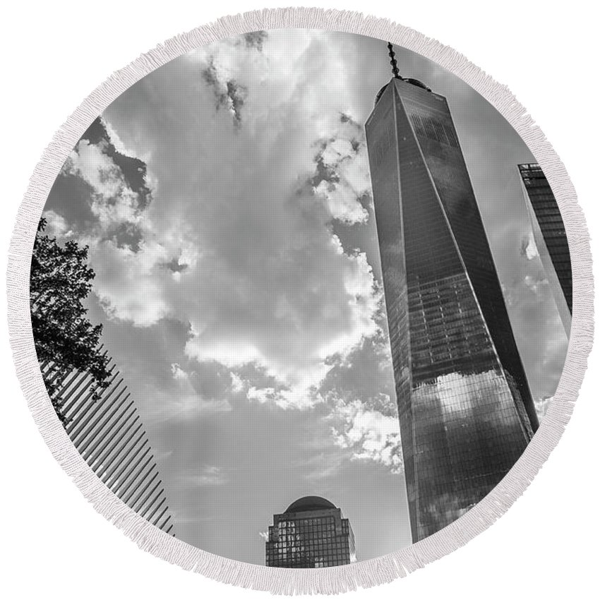 Freedom Tower Round Beach Towel featuring the photograph Freedom Tower Bw by Ross Turiano