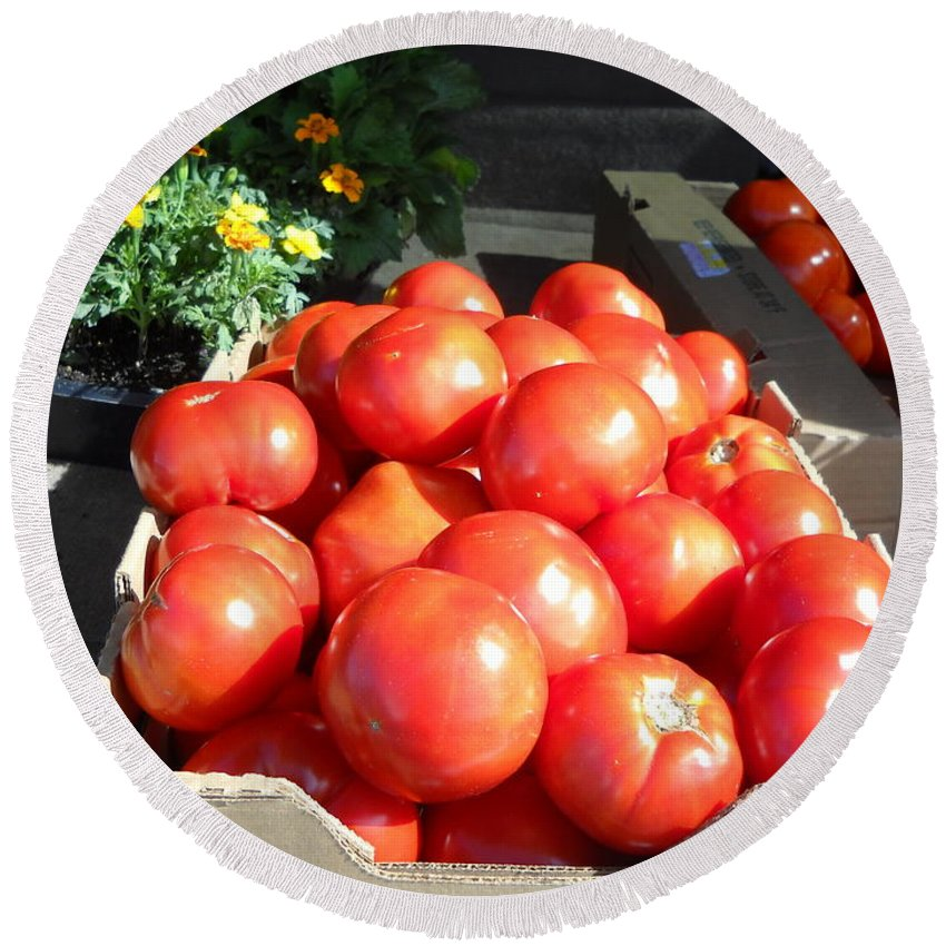 Tomatoes Round Beach Towel featuring the photograph Fresh Tomatoes At Farmers Market by Kent Lorentzen