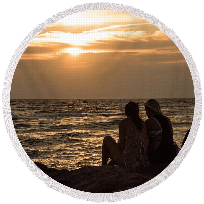 Ocean Round Beach Towel featuring the photograph Friends by Tom Rostron