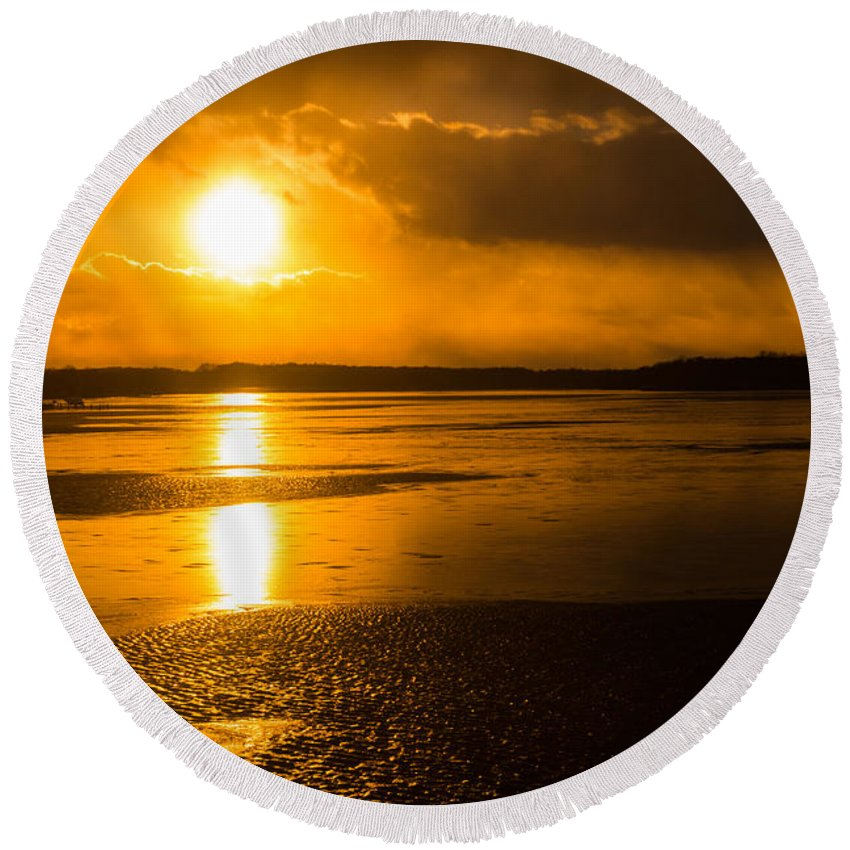 Acela Round Beach Towel featuring the photograph Frozen Sunset by SR Green