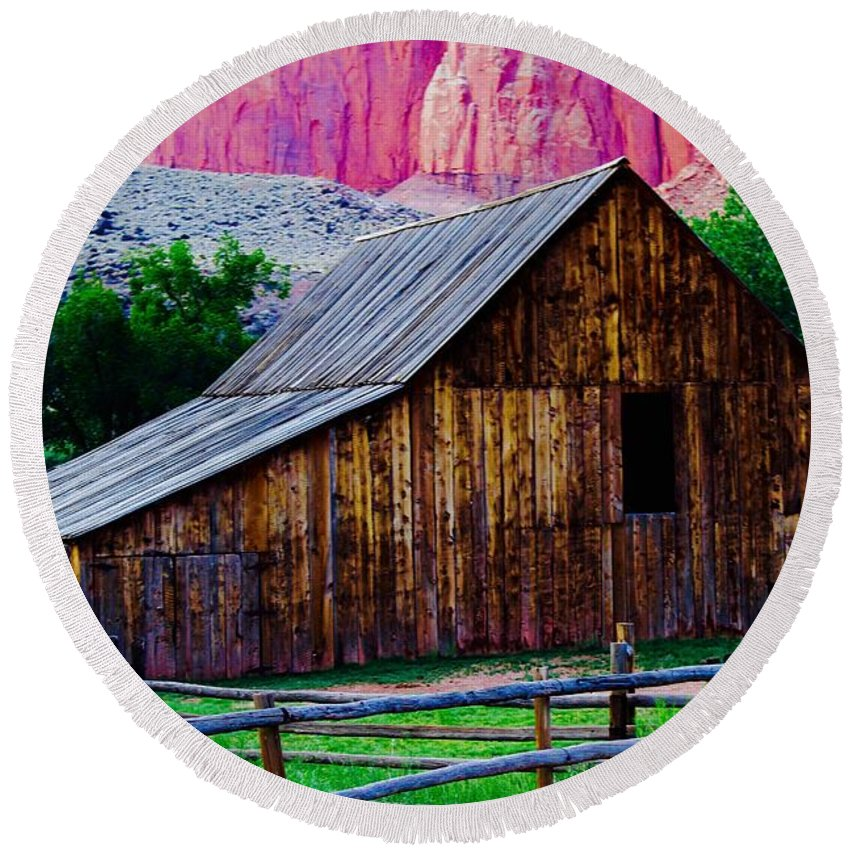 Round Beach Towel featuring the photograph Fruita Farm Barn by Matthew Justis