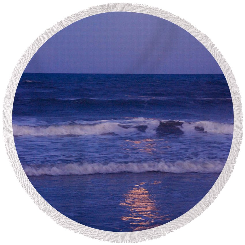 Moon Round Beach Towel featuring the photograph Full Moon Over The Ocean by Susanne Van Hulst