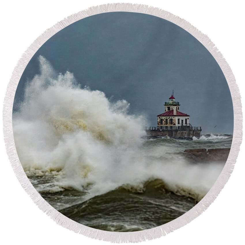 Lake Round Beach Towel featuring the photograph Fury On The Lake by Everet Regal
