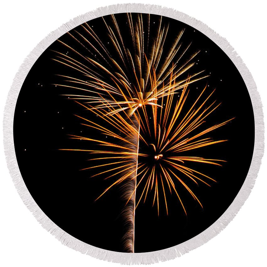 Fireworks Round Beach Towel featuring the photograph Fwsc 2014-10 by Frank Henley