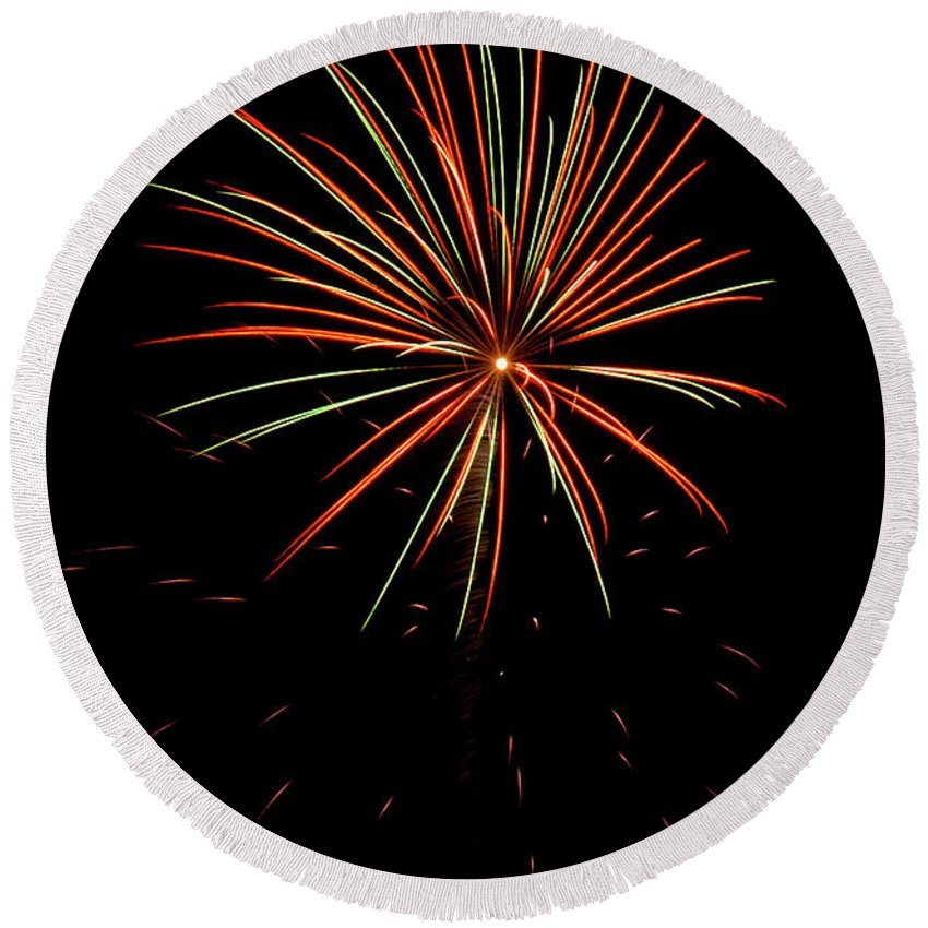 Fireworks Round Beach Towel featuring the photograph Fwsc 2014-11 by Frank Henley