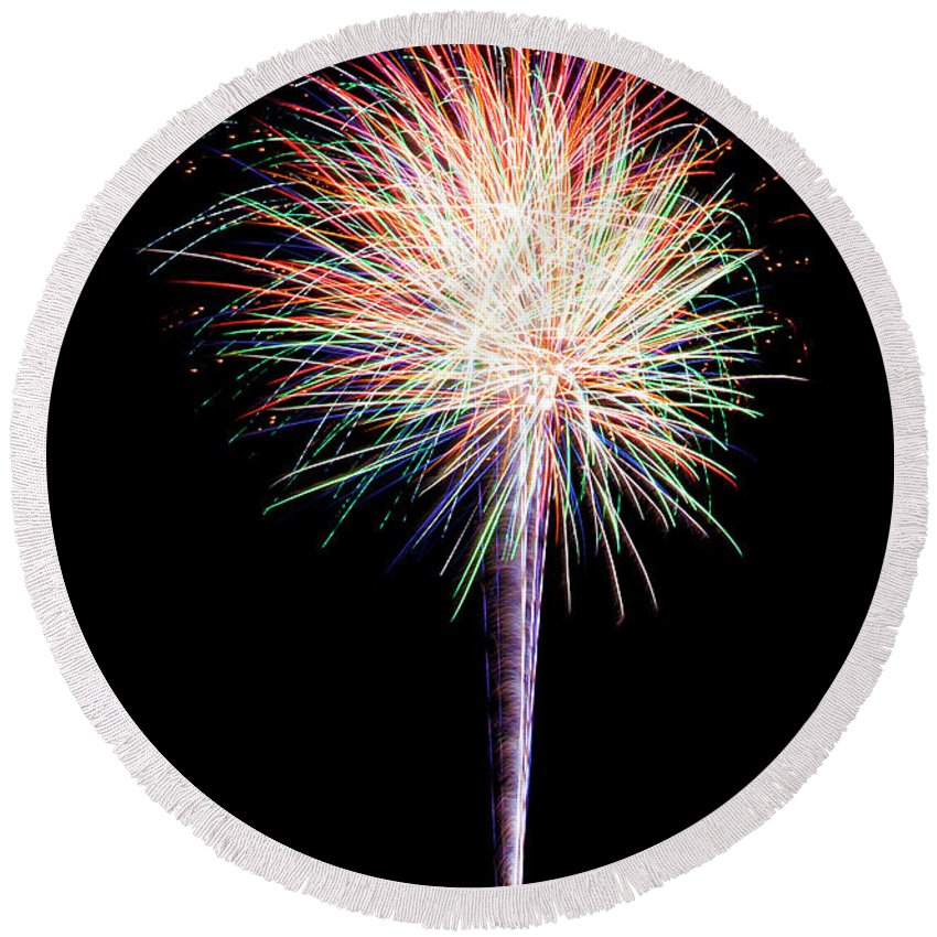 Fireworks Round Beach Towel featuring the photograph Fwsc 2014-15 by Frank Henley