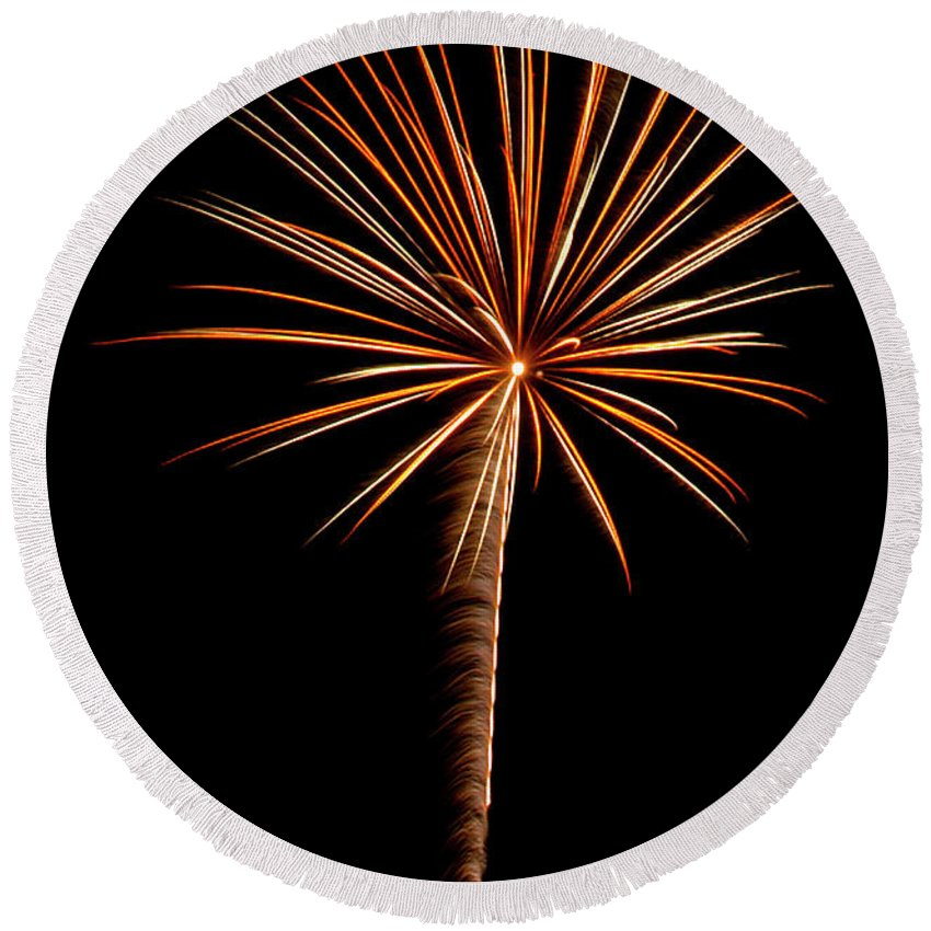 Fireworks Round Beach Towel featuring the photograph Fwsc 2014-19 by Frank Henley