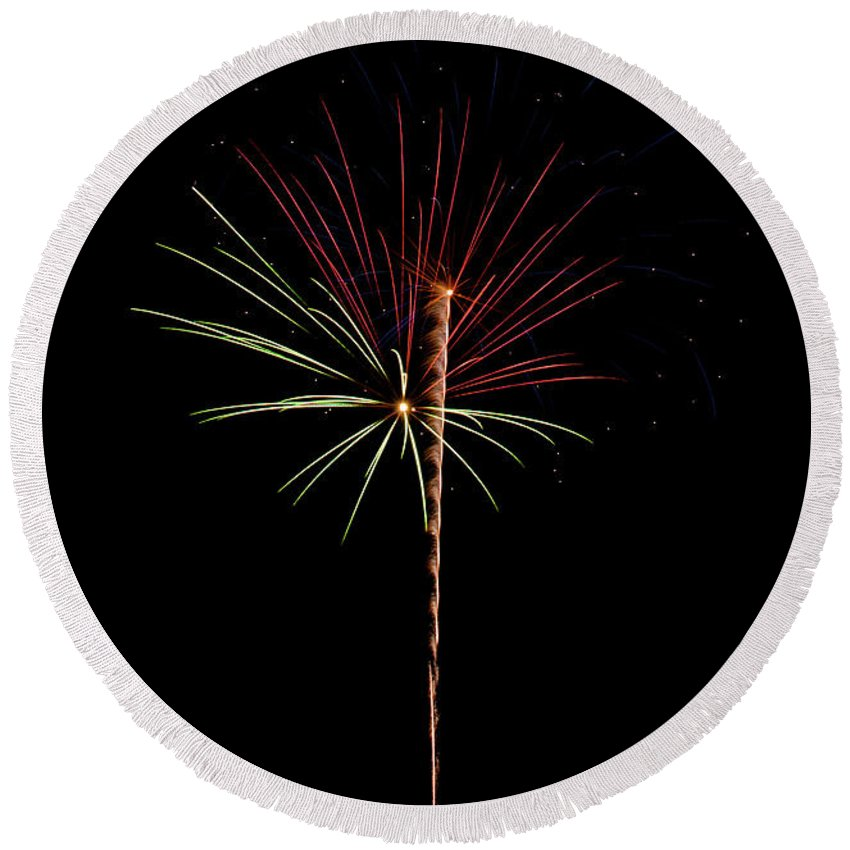 Fireworks Round Beach Towel featuring the photograph Fwsc 2014-26 by Frank Henley