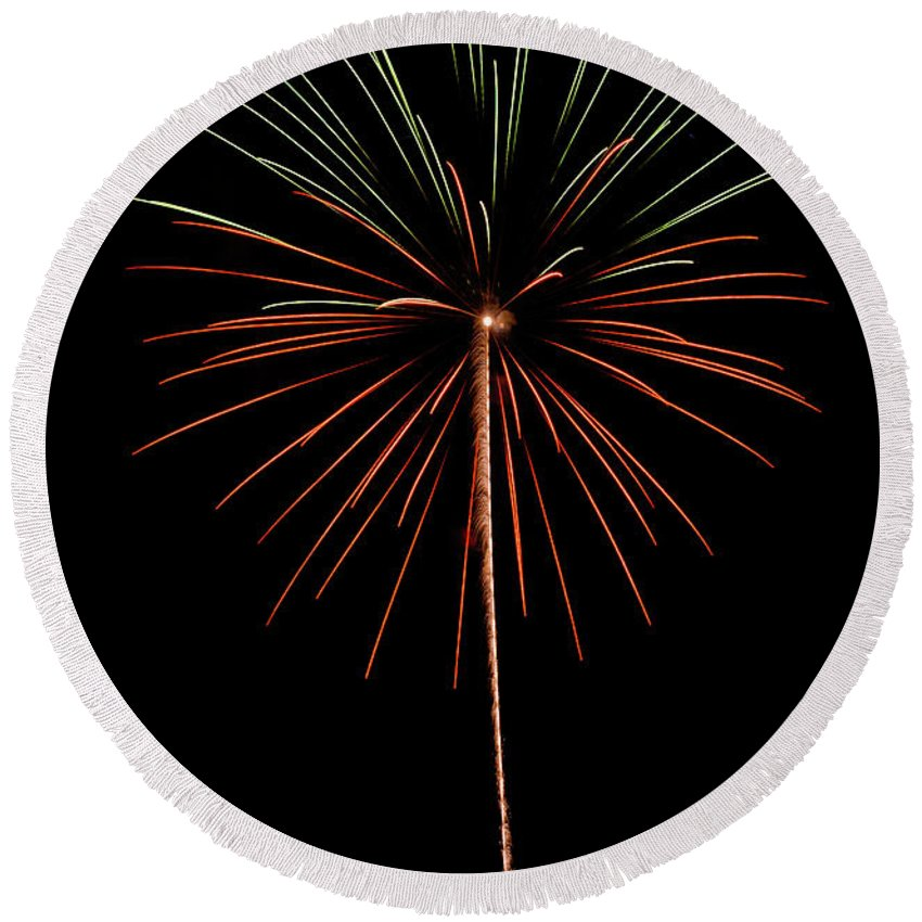 Fireworks Round Beach Towel featuring the photograph Fwsc 2014-42 by Frank Henley