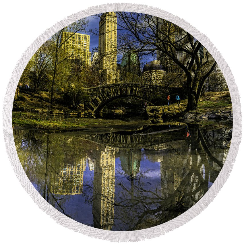 City Round Beach Towel featuring the photograph Gapstow Bridge In Central Park by Nick Zelinsky