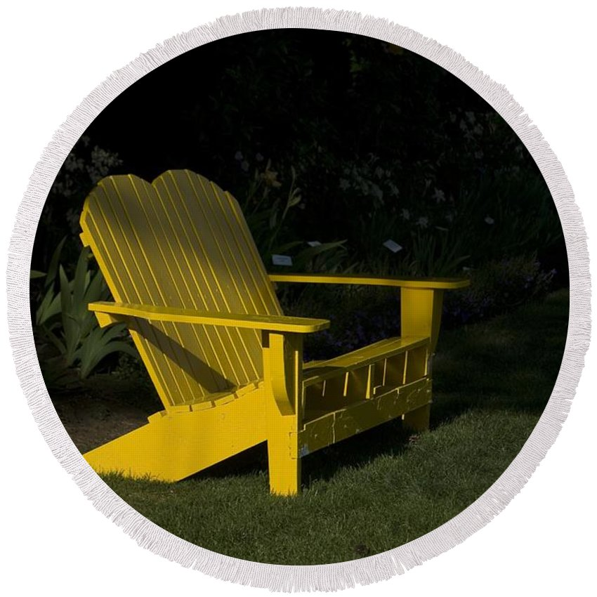 Bench Round Beach Towel featuring the photograph Garden Bench Yellow by Sara Stevenson
