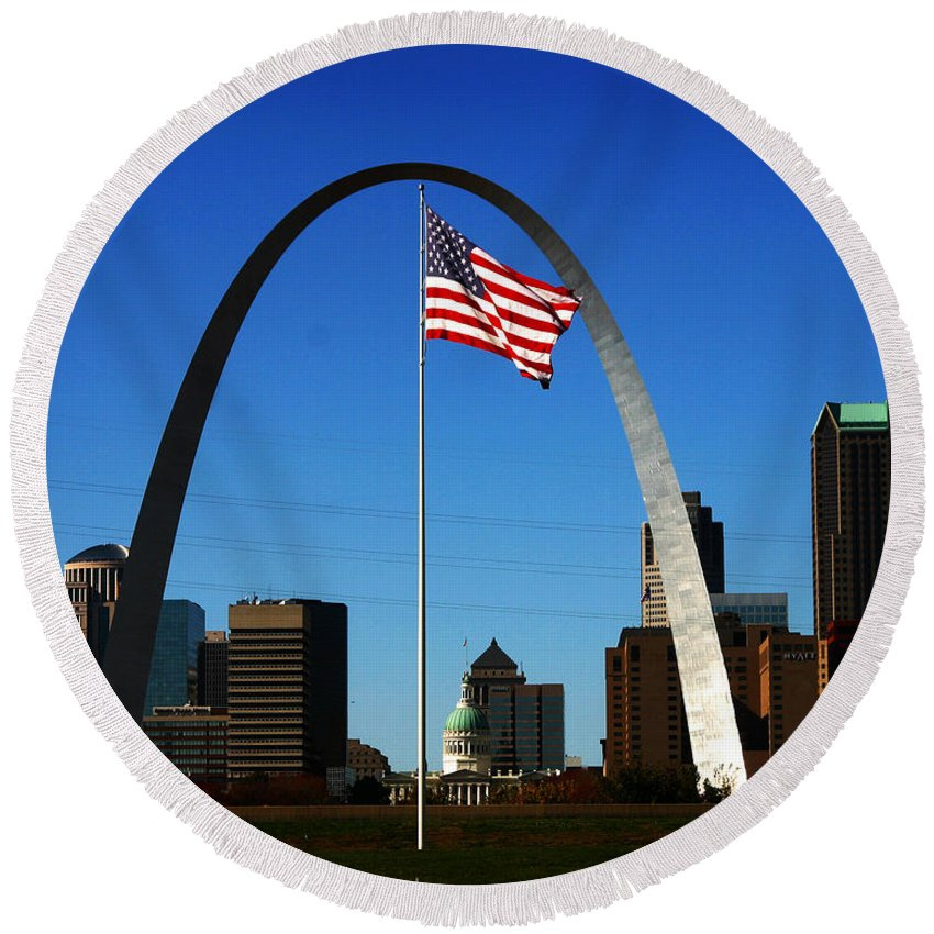 Arch Round Beach Towel featuring the photograph Gateway To The West by Anthony Jones