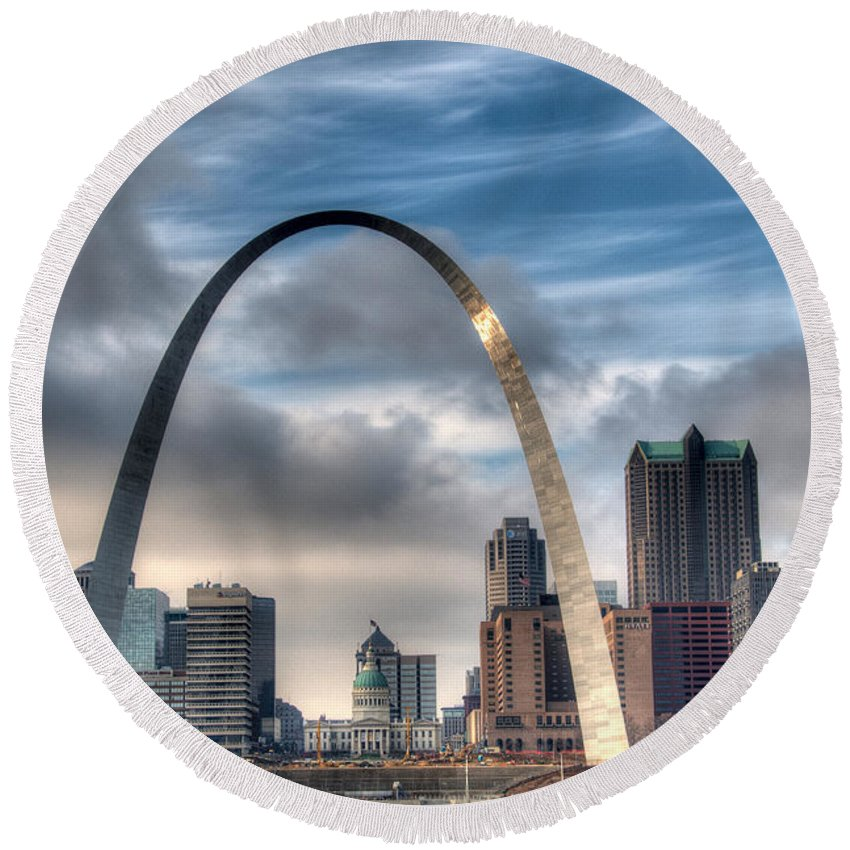 St. Louis Round Beach Towel featuring the photograph Gateway To The West by Steve Stuller