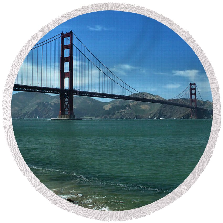 San Francisco Round Beach Towel featuring the photograph Gg Crissy Field by Michael Gordon