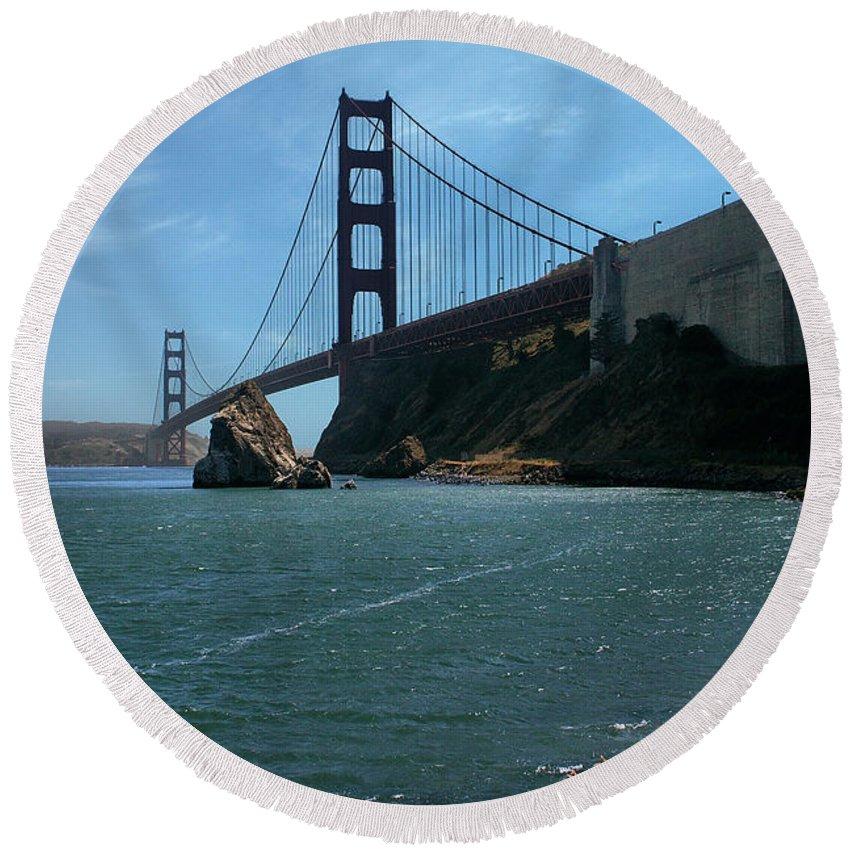 San Francisco Round Beach Towel featuring the photograph Gg Horseshoe Bay by Michael Gordon