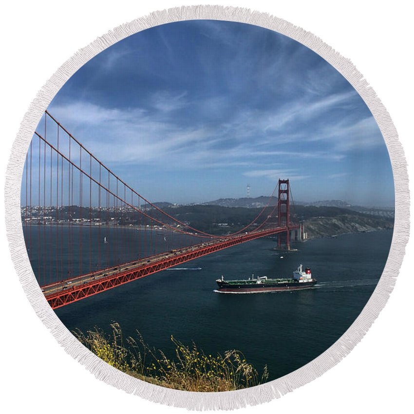 San Francisco Round Beach Towel featuring the photograph Gg_batteryspencer by Michael Gordon