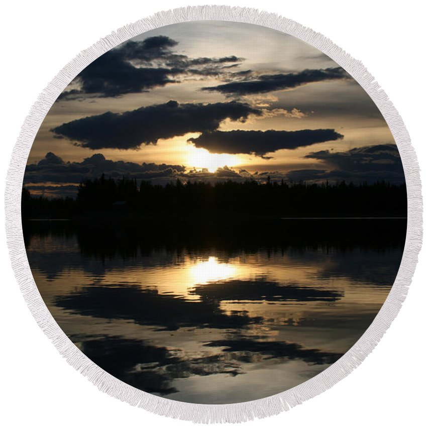 Chena Lakes Round Beach Towel featuring the photograph Gifts Of The Heart by Sharon Mau