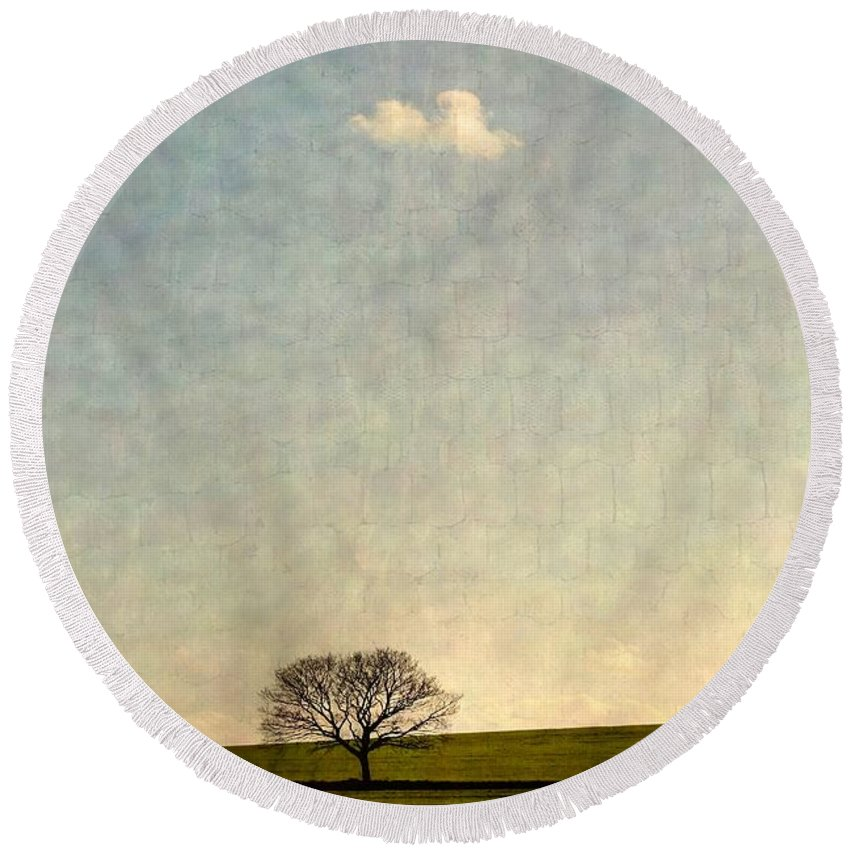 Glimmer Round Beach Towel featuring the photograph Glimmer by Vicki Spindler