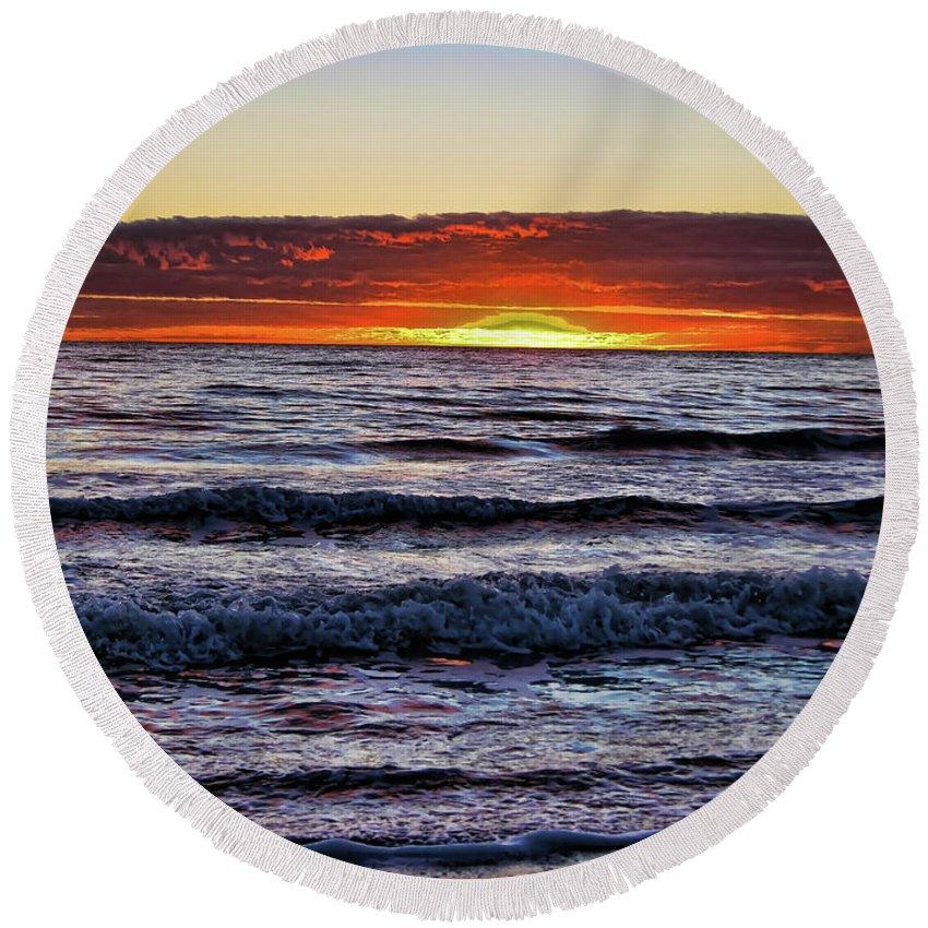 Sunset Round Beach Towel featuring the photograph Glorious Sunset by Douglas Barnard