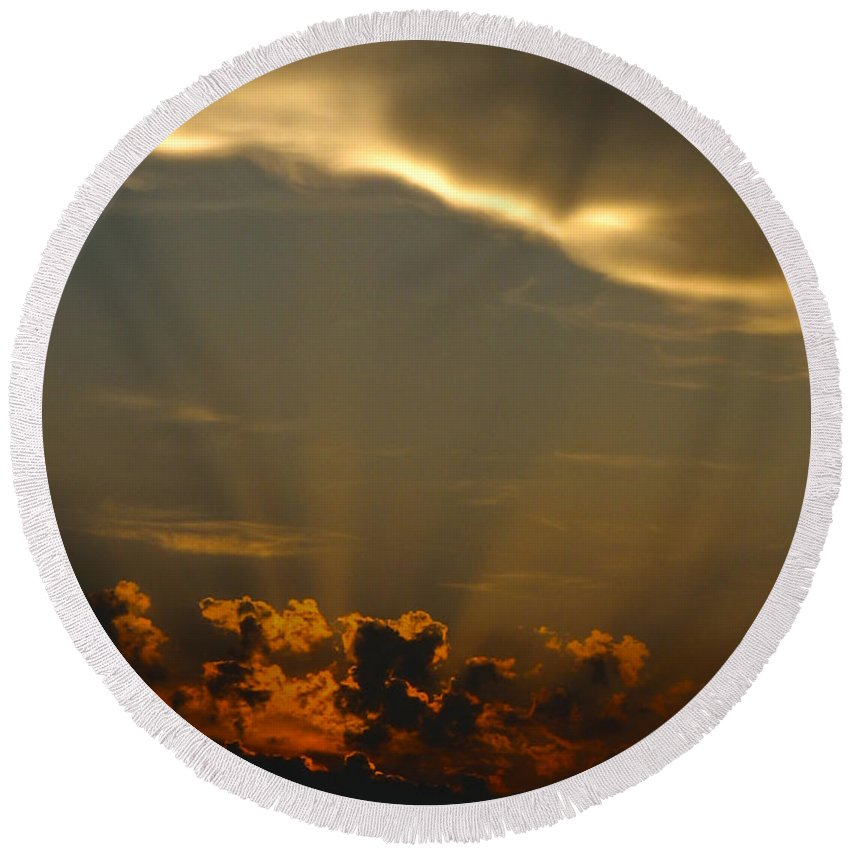 Lookup Round Beach Towel featuring the photograph Glory Cloud by Mykel Davis